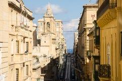 Calle estrecha vieja de la ciudad europea Imagenes de archivo