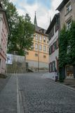 Calle europea vieja del guijarro fotos de archivo libres de regalías