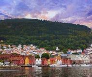 Calle famosa de Bryggen en Bergen - Noruega Imagen de archivo libre de regalías