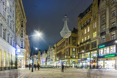 Calle famosa de Graben en la noche Foto de archivo