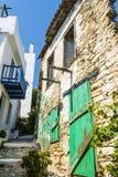 Calle griega de la isla de Alonissos Imagen de archivo libre de regalías