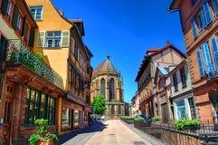 Calle hermosa acogedora en Colmar, Alsacia, Francia Imagen de archivo libre de regalías