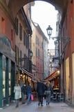 Calle hermosa de Bolonia en puesta del sol foto de archivo