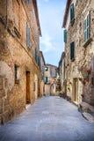 Calle hermosa de Montisi, Toscana Imagenes de archivo