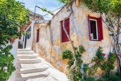 Calle hermosa en Atenas, Grecia foto de archivo libre de regalías