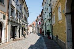 Calle hermosa en la ciudad vieja Eslovenia de Ljubljana fotos de archivo libres de regalías
