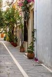 Calle hermosa en Rethymno en el tiempo de la tarde Isla de Crete, Grecia imágenes de archivo libres de regalías