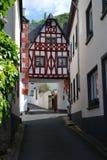 Calle histórica vieja y casa woodframed en Ediger Alemania fotografía de archivo