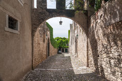 Calle italiana en ciudad vieja Fotos de archivo libres de regalías
