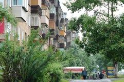 Calle Komsomolskaya de Bratsk Imágenes de archivo libres de regalías