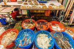 Calle Kowloon Hong Kon del templo de los restaurantes de los mariscos Imágenes de archivo libres de regalías