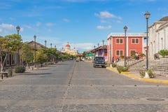 Calle La Calzada och den Granada domkyrkan på bakgrunden in Royaltyfri Fotografi