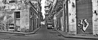 Calle lamentable de La Habana en blanco y negro, julio de 2009 Foto de archivo