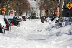 Calle las consecuencias de una ventisca del invierno foto de archivo libre de regalías