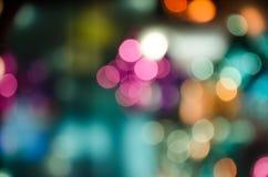 Calle ligera colorida de la ciudad de Bokeh en la noche Foto de archivo libre de regalías