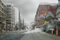 Calle lluviosa de la ciudad Imagen de archivo