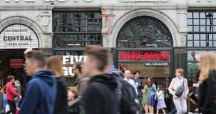 Calle Londres de Coventry de cinco individuos almacen de metraje de vídeo