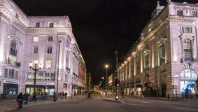 Calle LONDRES, Inglaterra - Reino Unido de Londres Piccadilly - 22 de febrero de 2016 Foto de archivo libre de regalías