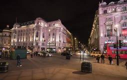 Calle LONDRES, Inglaterra - Reino Unido de Londres Piccadilly - 22 de febrero de 2016 Fotos de archivo libres de regalías