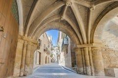 Calle medieval en Calaceite, España Imagen de archivo