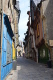 Calle medieval en Vire en Normandía (Francia) en julio de 2014 Foto de archivo