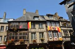 Calle medieval en Vire en Normandía (Francia) en julio de 2014 Fotografía de archivo