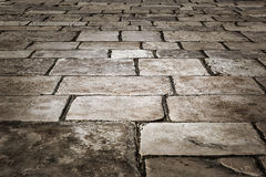 Calle medieval pavimentada con las piedras del adoquín Fotografía de archivo libre de regalías