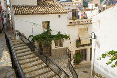 Calle mediterránea del pueblo Foto de archivo