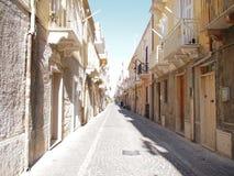 Calle mediterránea en Carloforte, Isola di San Pedro, Cerdeña, Italia, Europa Foto de archivo