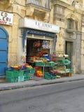 Calle mercantil La Valeta, Malta del ` s del colmado Imagenes de archivo