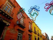 Calle mexicana en diciembre Fotos de archivo libres de regalías