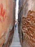 Calle minúscula de Venecia Fotografía de archivo