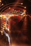 Calle mojada y rastro ligero abstracto Foto de archivo libre de regalías