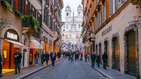 Calle muy exclusiva de las compras con marcas de lujo en el cuadrado español en Roma Fotos de archivo libres de regalías