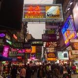 Calle muy transitada en Hong-Kong Fotografía de archivo libre de regalías