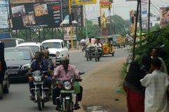 Calle muy transitada en la India imágenes de archivo libres de regalías