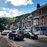 Calle muy transitada en Matlock Fotos de archivo libres de regalías
