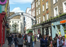 Calle ocupada de Carnaby, Londres, Inglaterra Fotos de archivo libres de regalías