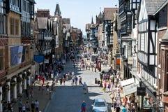 Calle ocupada de Foregate, Chester, Cheshire, Reino Unido imagenes de archivo