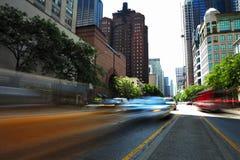 Calle ocupada de la ciudad. Imagen de archivo