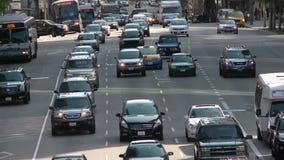 Calle ocupada de la ciudad en Los Ángeles céntrico día almacen de video