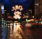 Calle ocupada de la Navidad Imagen de archivo libre de regalías