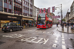 Calle ocupada en fin de semana, Londres, Reino Unido de Oxford Imagenes de archivo