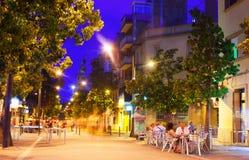 Calle peatonal de la ciudad europea en la noche Imágenes de archivo libres de regalías
