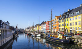 Calle peatonal de Nyhavn Copenhague cultural Foto de archivo libre de regalías