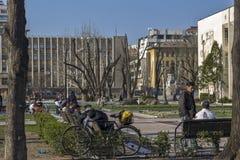 Calle peatonal en el centro de la ciudad de Haskovo, Bulgaria foto de archivo libre de regalías