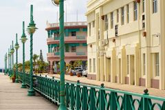 Calle popular en Bridgetown Barbados, del Caribe Foto de archivo