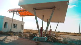 calle principal de América Ruta 66 vídeo de la cámara lenta del camino 66 de la crisis que aprovisiona de combustible Gasolinera  metrajes