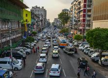 Calle principal de Rangún, Myanmar fotos de archivo
