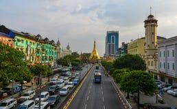 Calle principal de Rang?n, Myanmar fotografía de archivo libre de regalías